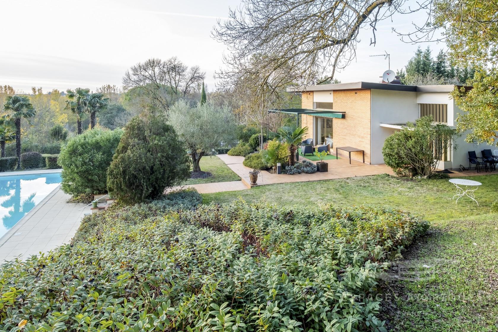 Colomiers : Villa D'architecte Dans Un Parc Arboré À ... encequiconcerne Colomiers Piscine