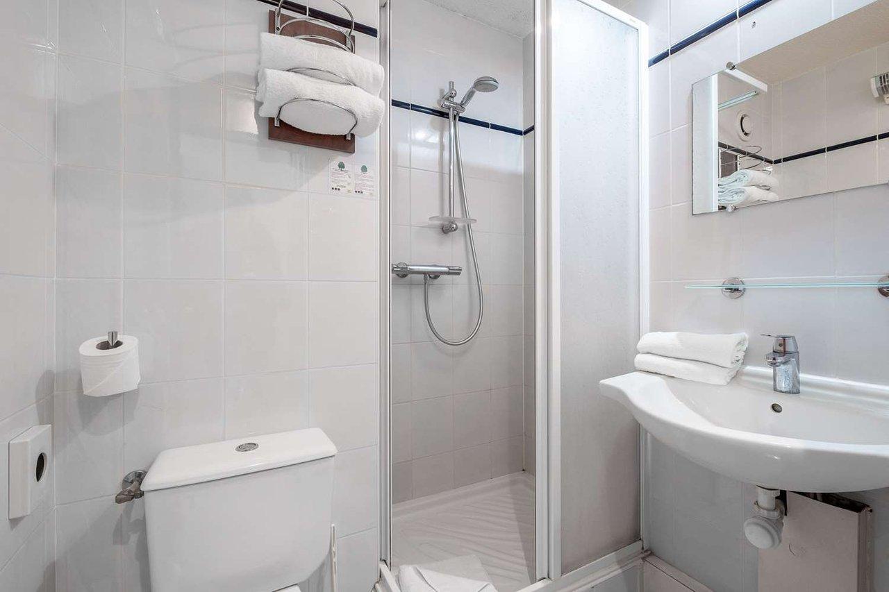 Comfort Hotel Goussainville : Tarifs 2020 Mis À Jour, 30 ... encequiconcerne Piscine De Goussainville