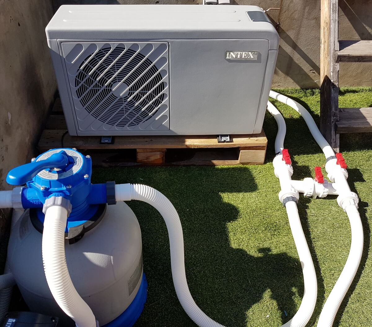Comment Installer Sa Pompe À Chaleur De Piscine ? - Blog De ... tout Pompe Filtration Piscine Hors Sol Intex