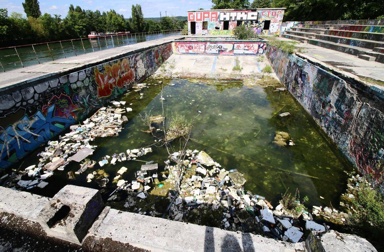 Compiègne : L'ancienne Piscine D'été, Un Lieu De Graffitis ... intérieur Piscine De Compiegne