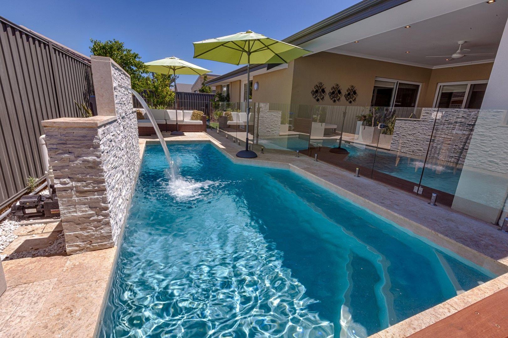 Concretepool #swimmingpool #freedompools | Piscine Et Jardin ... intérieur Freedom Piscine
