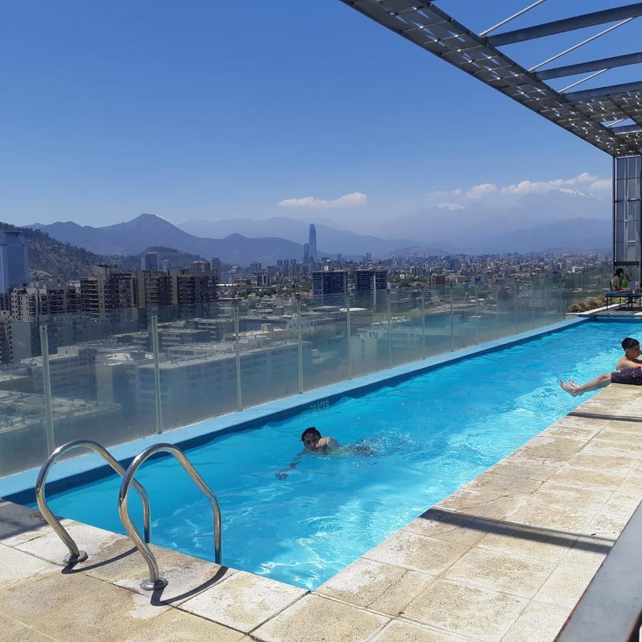 Condo Hotel Santa Victoria Room, Santiago, Chile - Booking pour Piscine Victor Jara