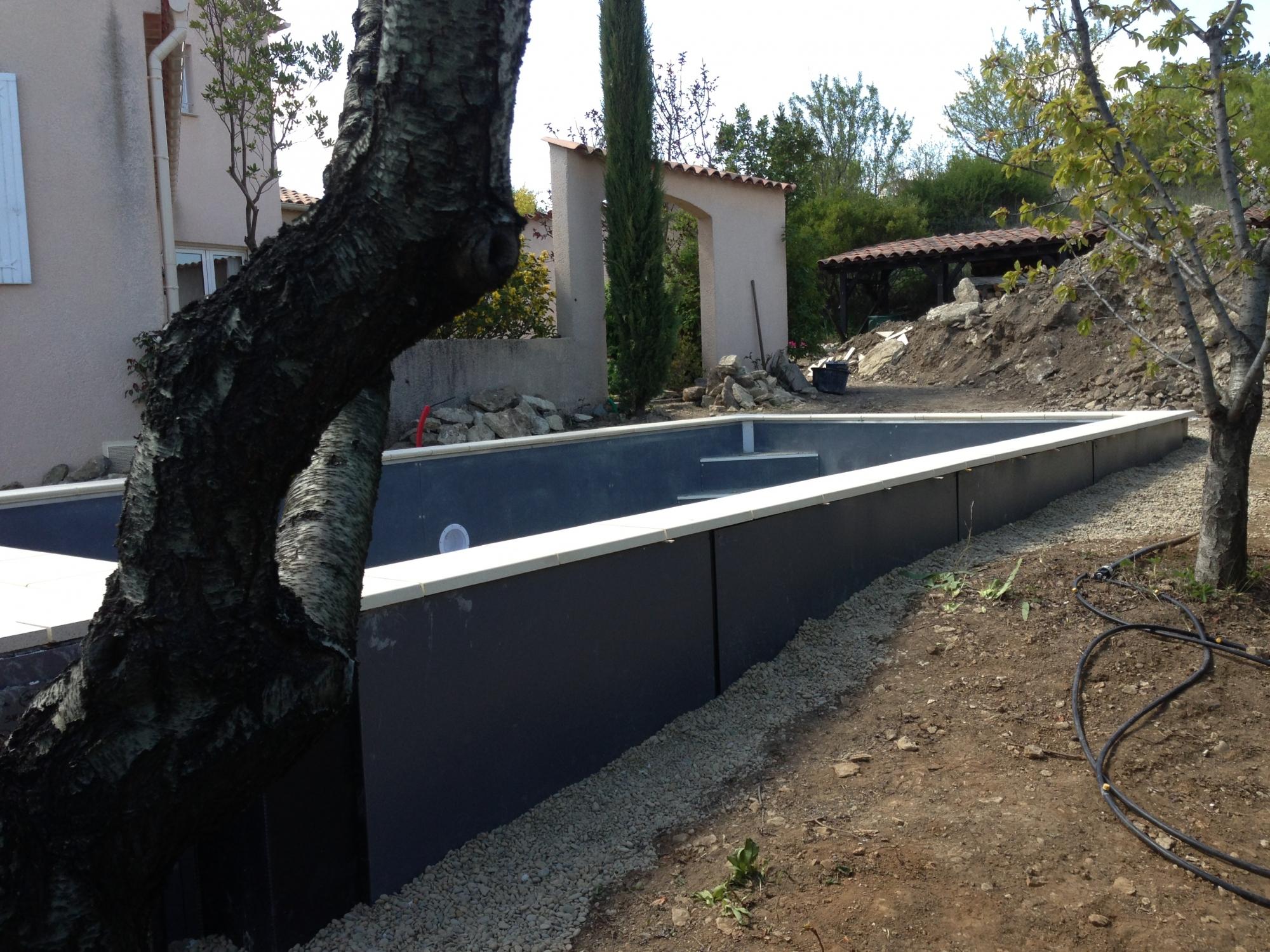 Construction Piscine Béton Semi-Enterrée Par Aquarev ... avec Piscine Semi Enterrée Beton