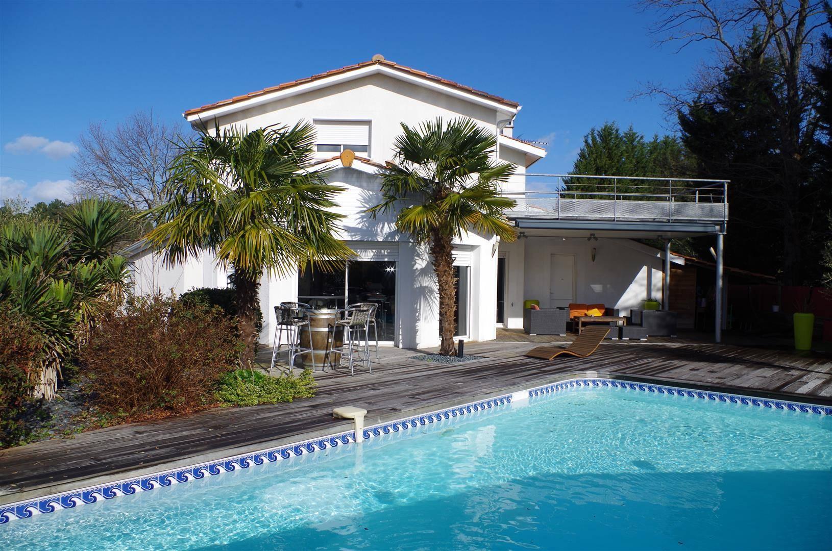 Contemporaine À Étage, 170M², 4 Chambres Sur 1170M² Avec ... avec Piscine Cestas