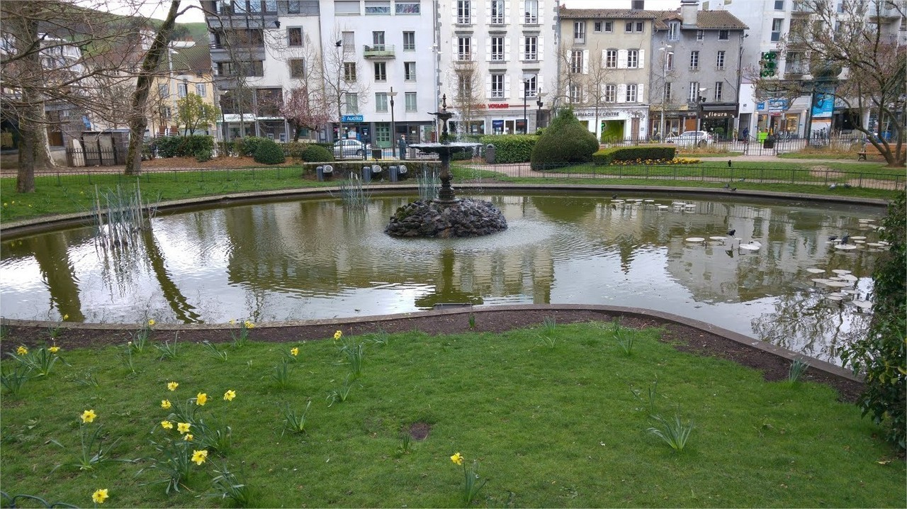 Coronavirus. Point Du Jour À Aurillac : Les Parcs Et Jardins ... à Piscine Aurillac