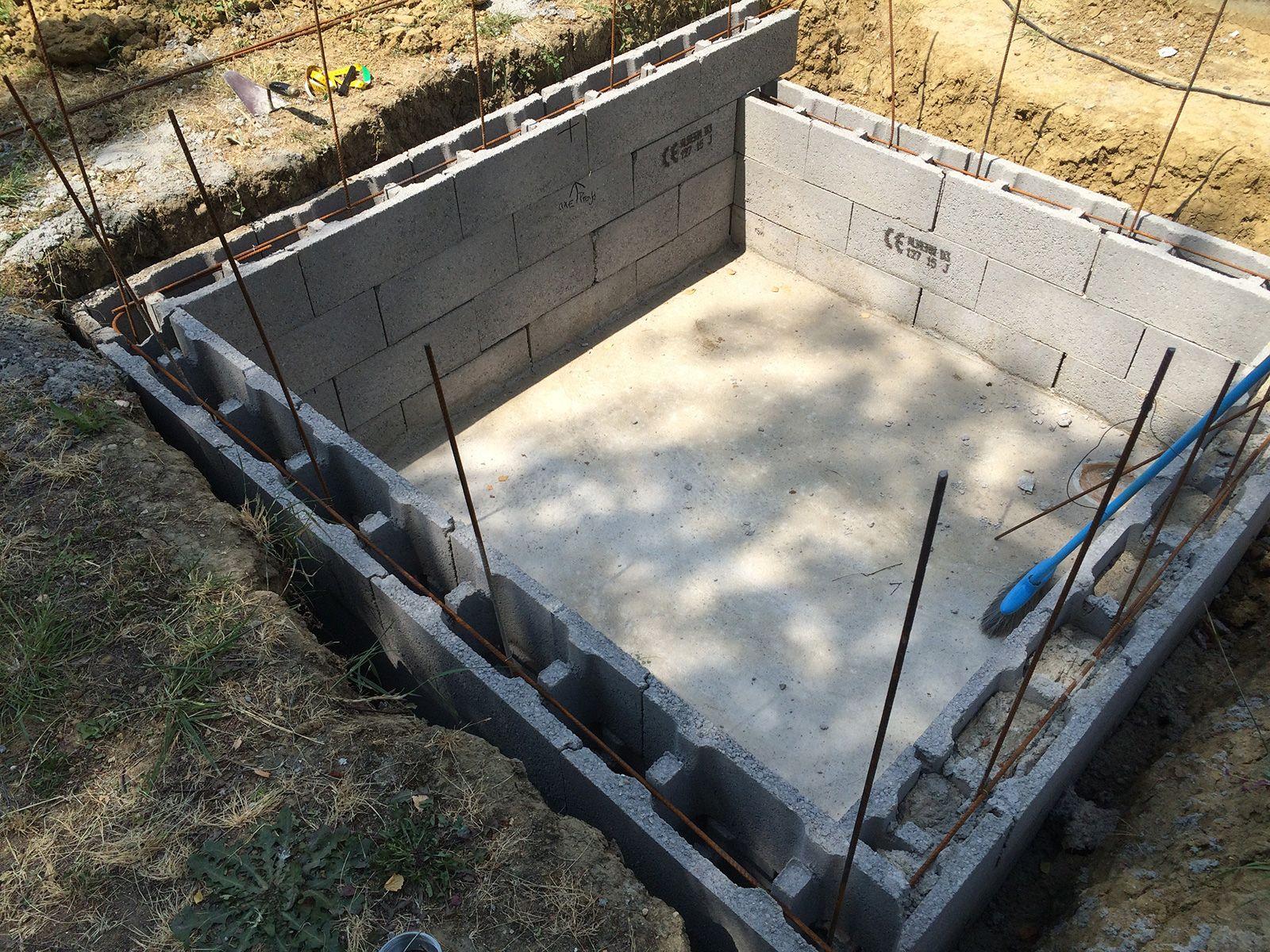Début De La Construction De La Piscine, Dalle Béton, Murs Et ... encequiconcerne Autoconstruction Piscine