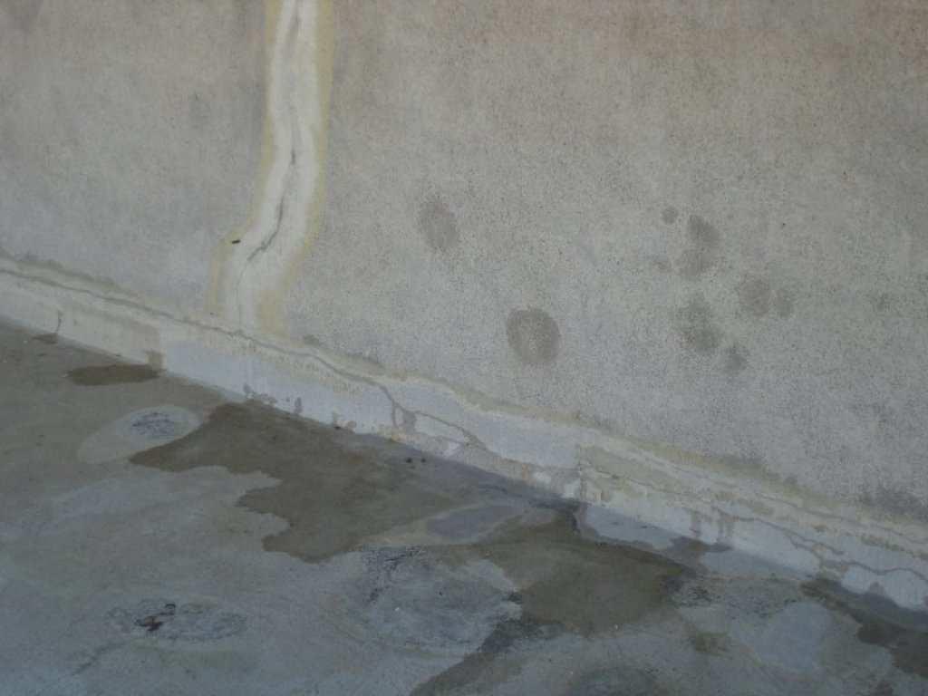 Dégats, Fissure, Enduit Friable, Peinture Sur Autres Piscines destiné Enduit Piscine Béton