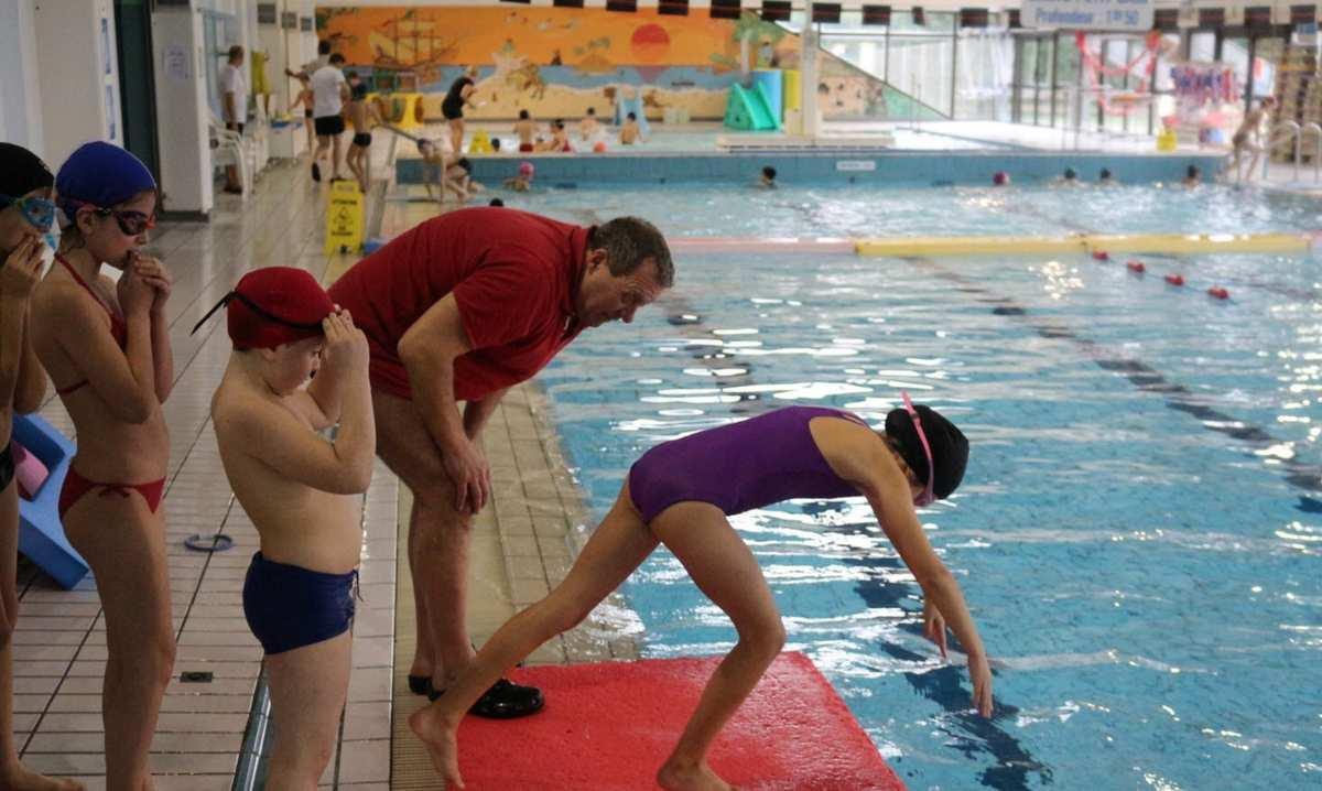 Des Écoliers Dans Le Grand Bain - Echenoz-La-Méline intérieur Piscine Noidans Les Vesoul