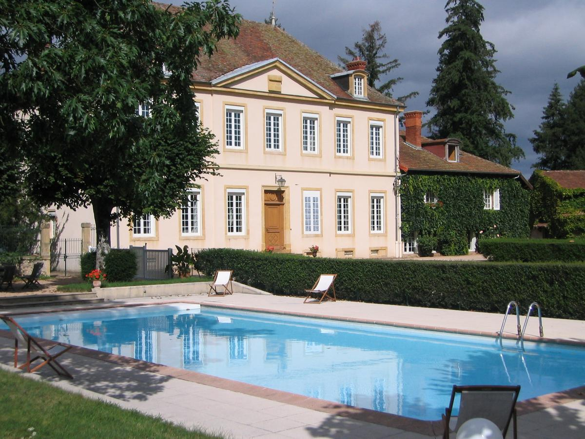 Domaine Château Marchangy (Fransa Saint-Pierre-La-Noaille ... encequiconcerne Piscine Tarare
