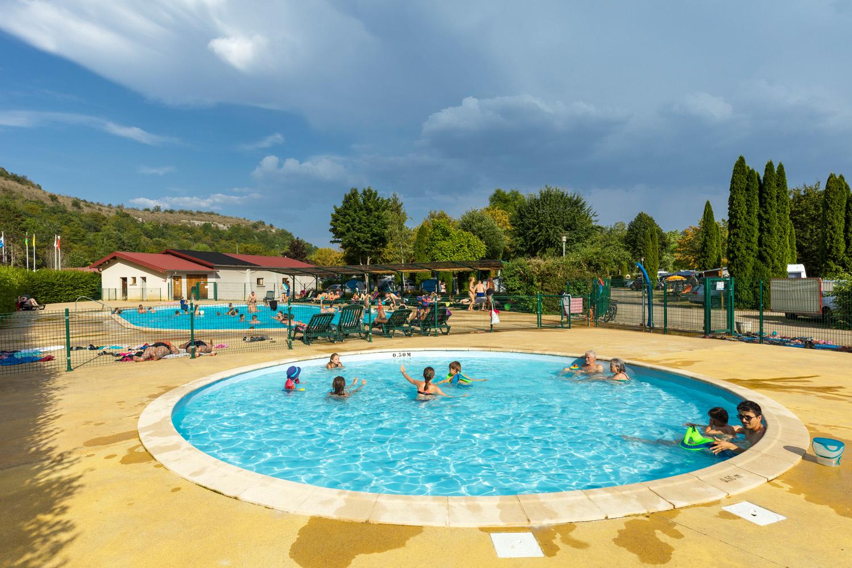 Domaine De Chalain À Doucier, Jura - Via Camping destiné Camping Aude Avec Piscine