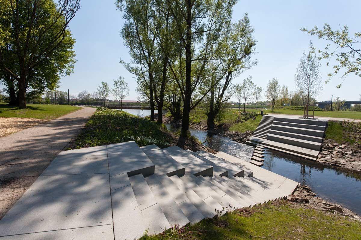Donaupark-01_Lichtschwaermer « Landscape Architecture Works ... pour Piscine Vernon