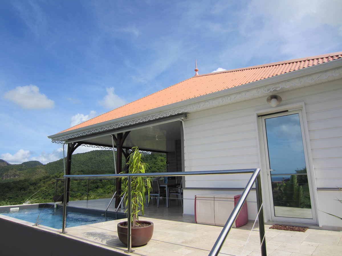 → Piscine De La Villa En Location Saisonniere Située Martinique tout Piscine Suspendue