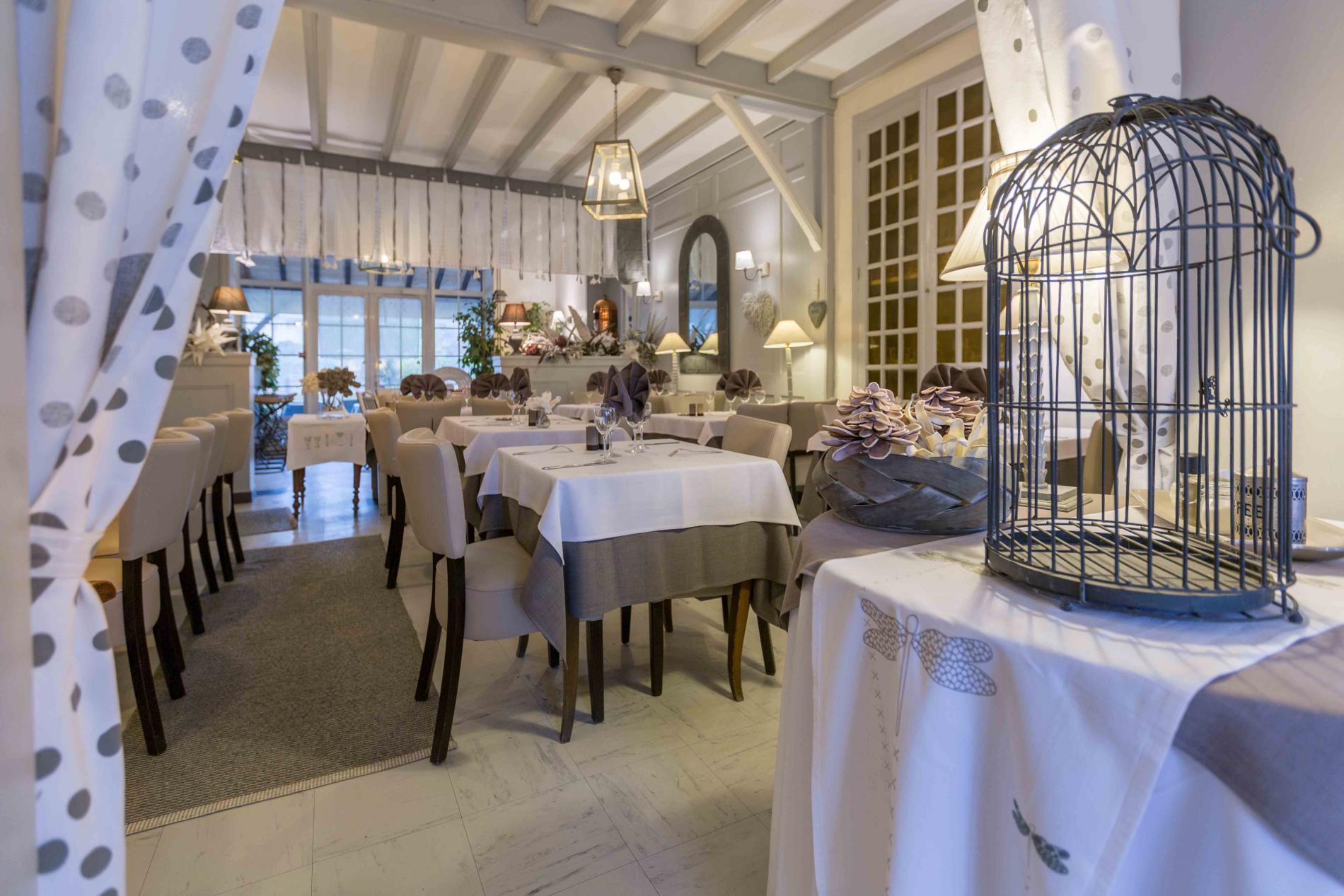 ∞ Hôtel Restaurant Avec Piscine En Corrèze À Meyssac En ... serapportantà Horaire Piscine Brive