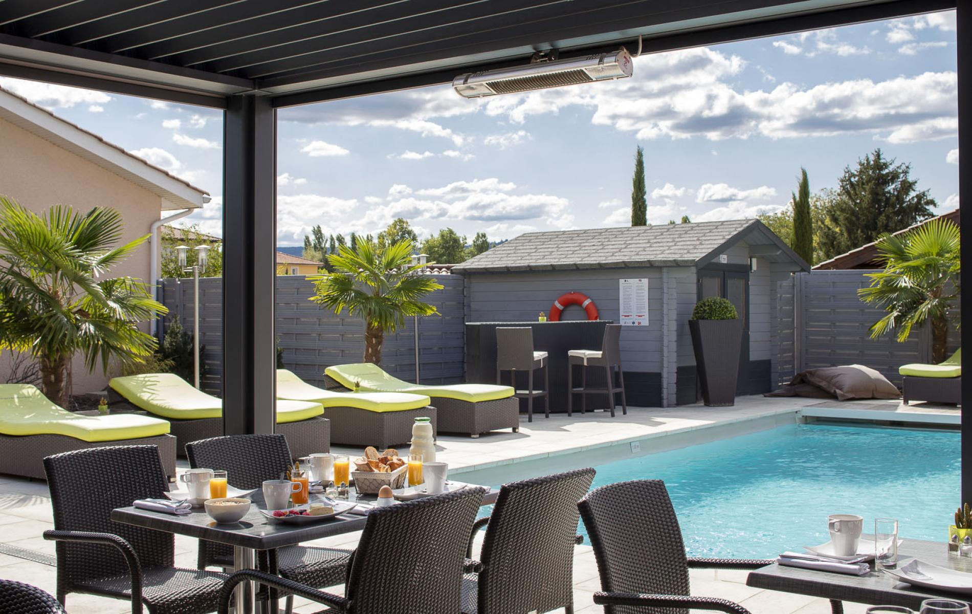 ∞Les Pierres Dorées, Hotel With Pool Near Lyon concernant Hotel Avec Piscine Ile De France