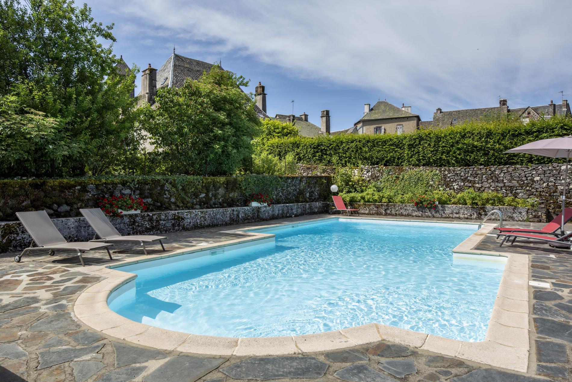 ∞Logis Hôtel*** À Salers Au Pied Des Monts Du Cantal   Le ... dedans Hotel Avec Piscine Privée Dans La Chambre France