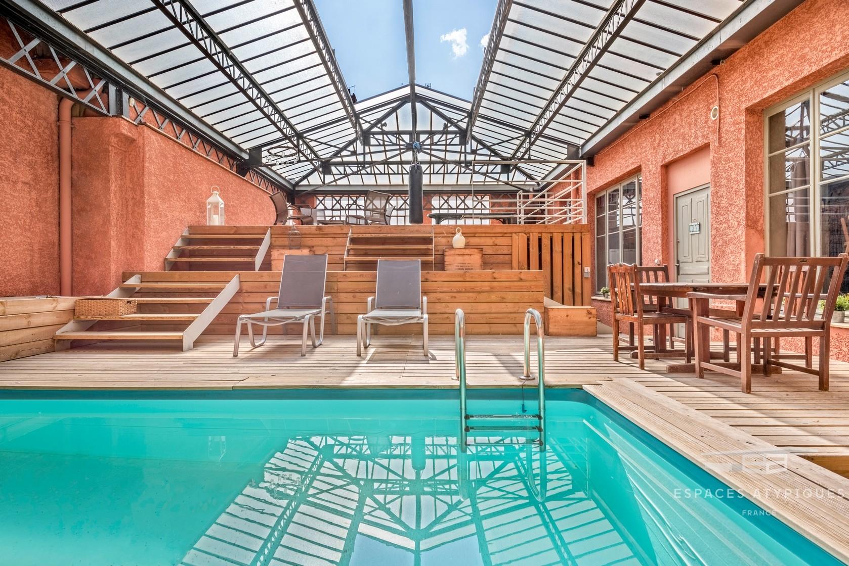 Ensemble Loft Et Appartement Avec Piscine Dans Un Immeuble ... intérieur Piscine Lyon 3