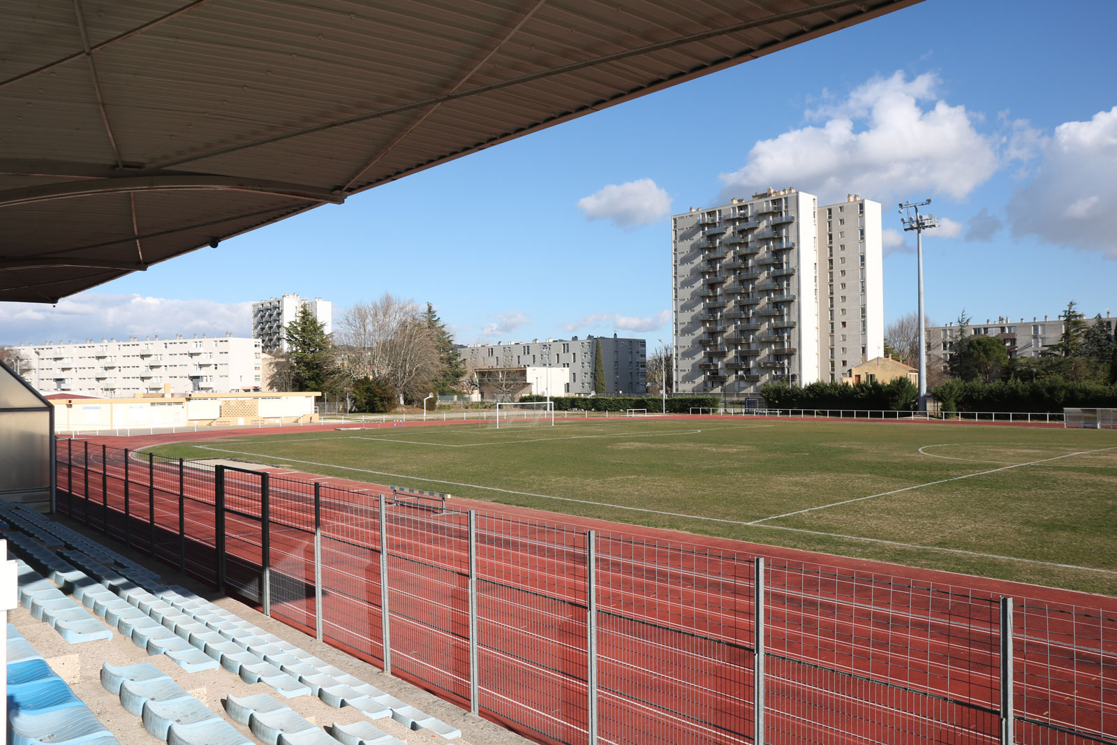 Equipements Sportifs - Mairie De Bagnols-Sur-Cèze Dans Le Gard avec Piscine Léo Lagrange Grande Synthe