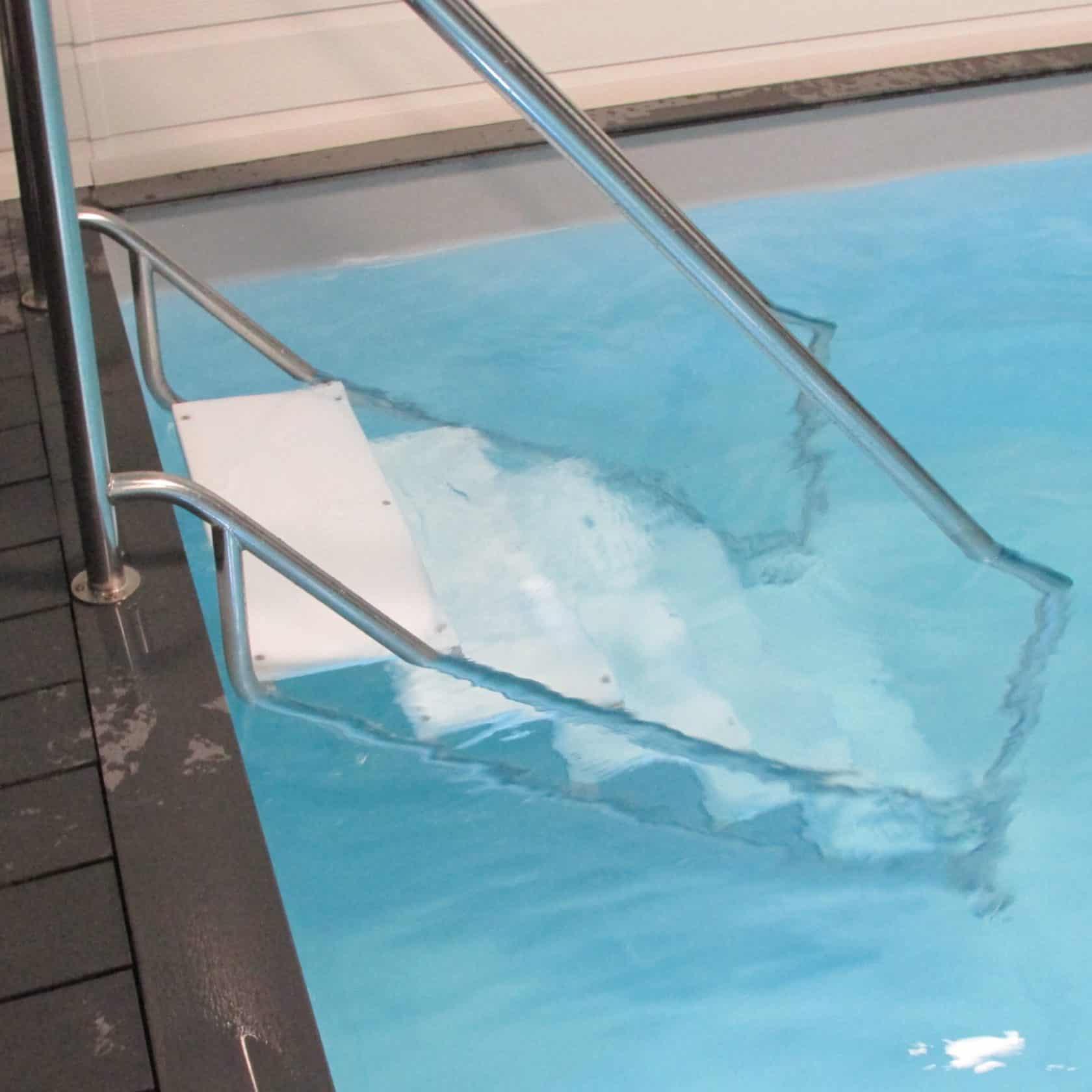 Escalier Aquatique En Inox Pour Accéder À Une Piscine dedans Escalier Pour Piscine