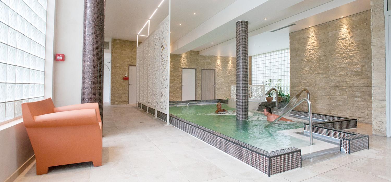 Espace Bien-Être De L'hôtel : Balnéo-Spa - Quintessia Resort tout Piscine Orvault
