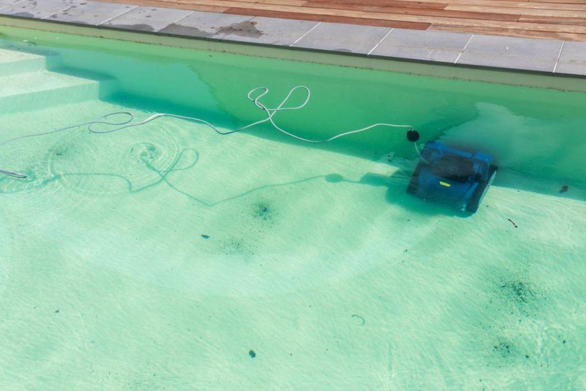 Est-Il Dangereux De Se Baigner Dans Une Piscine Verte ... destiné Piscine Eau Trouble