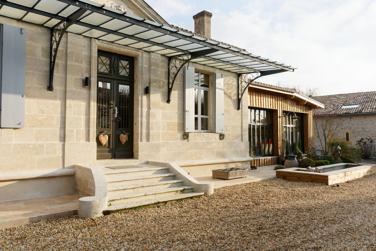 Exceptionnelle Villa, Charme, Design Et Piscine Au Sud De ... serapportantà Piscine Cus