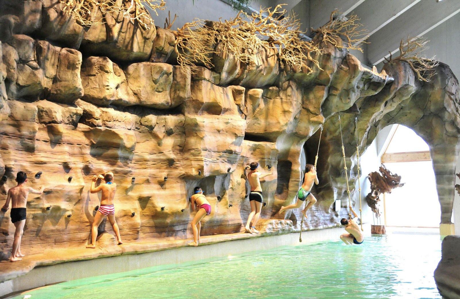 Faits-Divers - Justice | L'aquariaz Fermé Au Public En ... serapportantà Avoriaz Piscine
