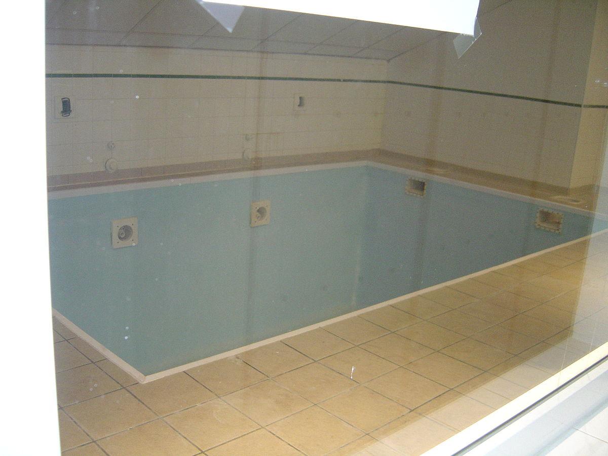 Fichier:piscine Du Vestiaire.jpg — Wikipédia concernant Vestiaire Piscine