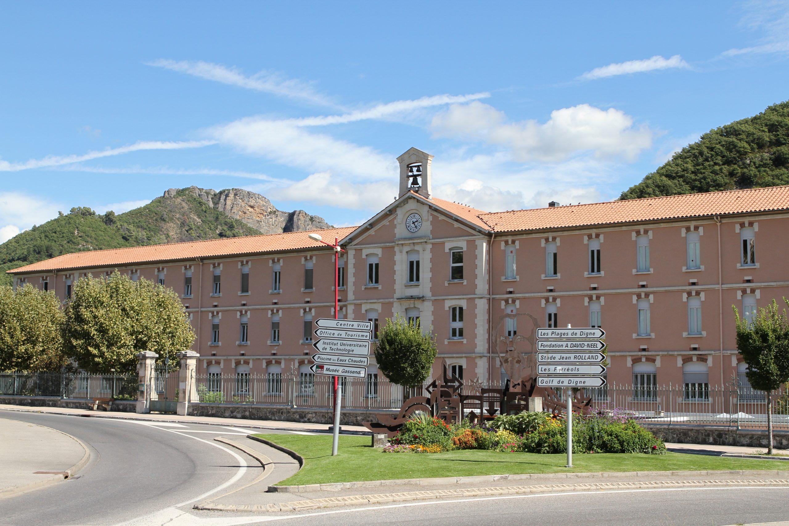 File:digne-Les-Bains 20130912 24.jpg - Wikimedia Commons intérieur Piscine Digne
