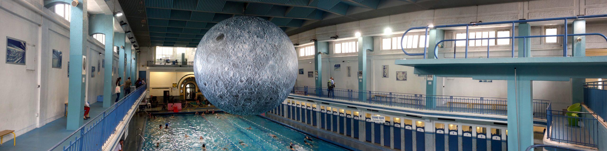 File:la Lune Au-Dessus Du Bassin De La Piscine Saint-Georges ... pour Piscine De Rennes