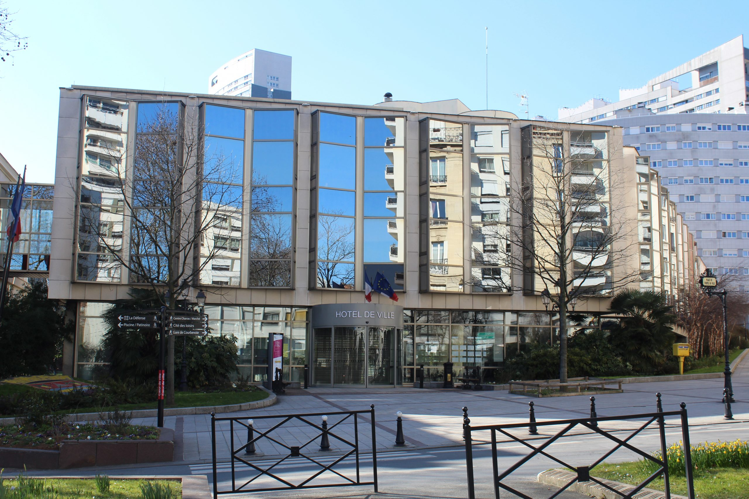 File:mairie Courbevoie 3.jpg - Wikimedia Commons concernant Piscine Courbevoie