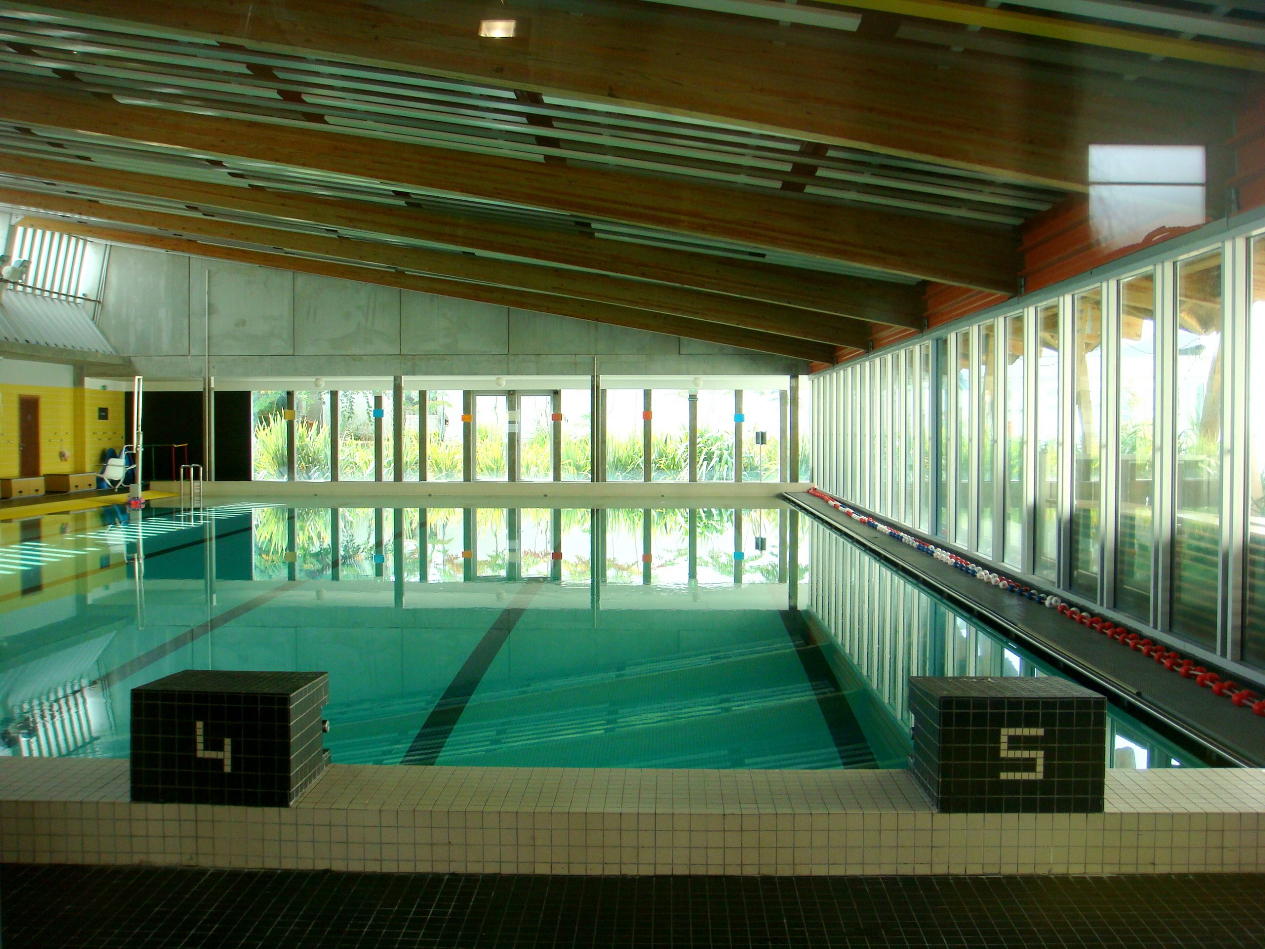 File:piscine Bègles Intérieur.jpg - Wikimedia Commons serapportantà Piscine De Begles