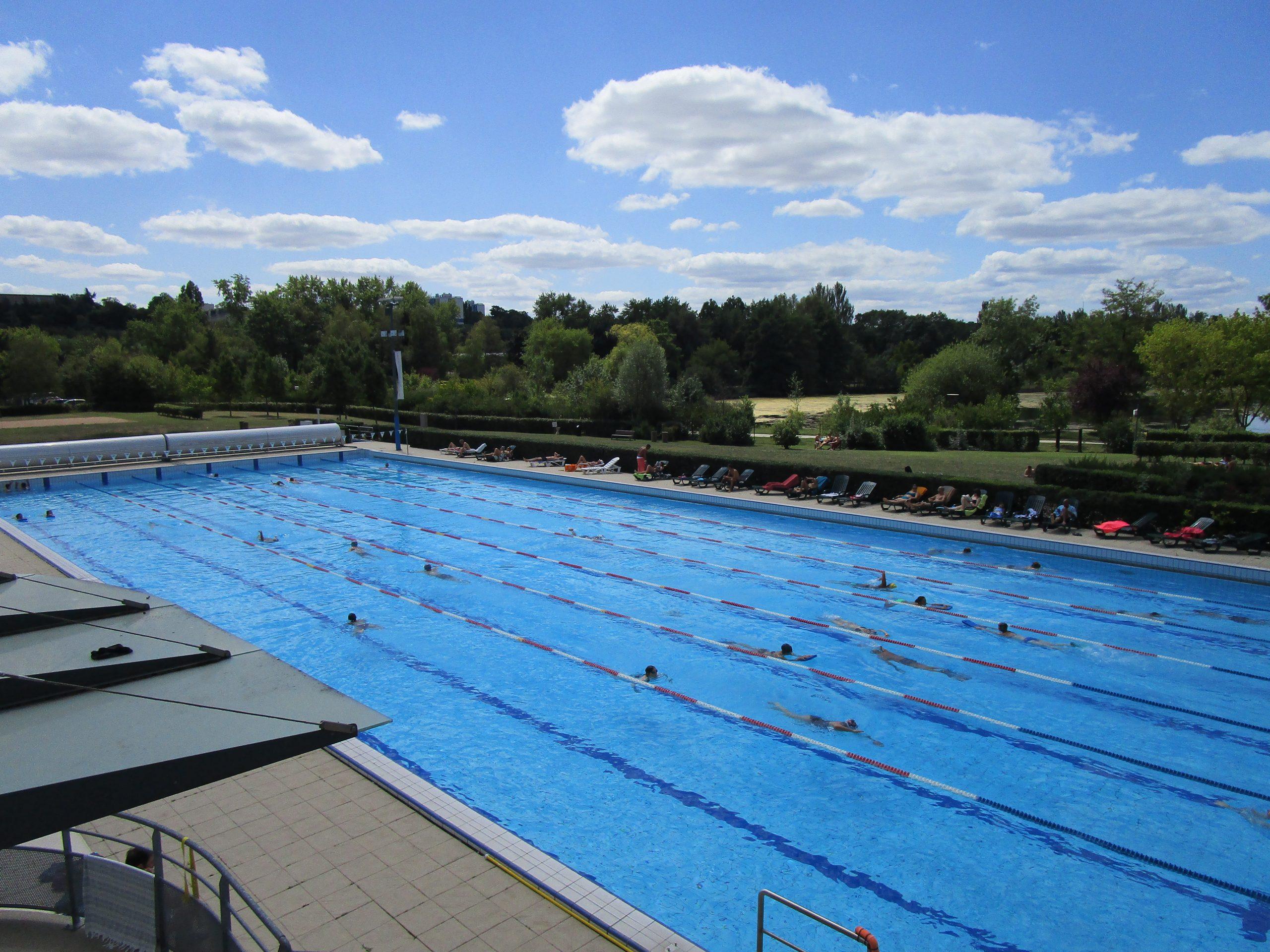 File:piscine Du Lac Tours.jpg - Wikimedia Commons intérieur Piscine Du Lac Tours