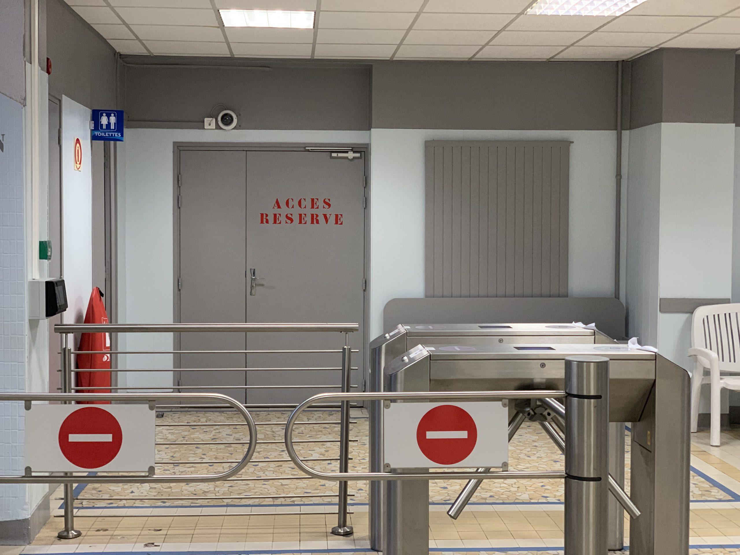 File:piscine Garibaldi (Lyon) - Accès Réservé.jpg ... intérieur Piscine Garibaldi Lyon