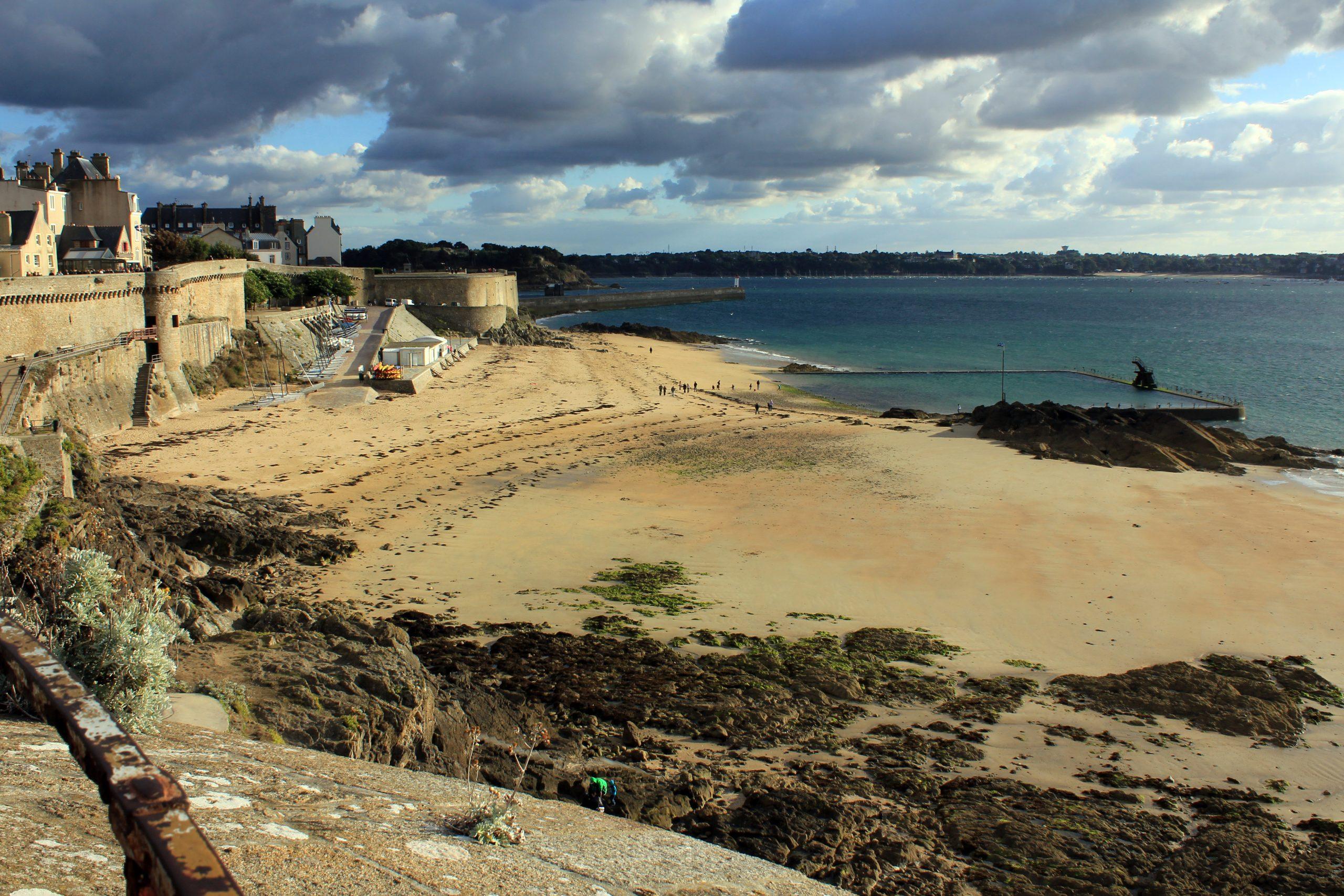 File:plage Du Bonsecours À Saint-Malo.jpg - Wikimedia Commons concernant Piscine St Malo