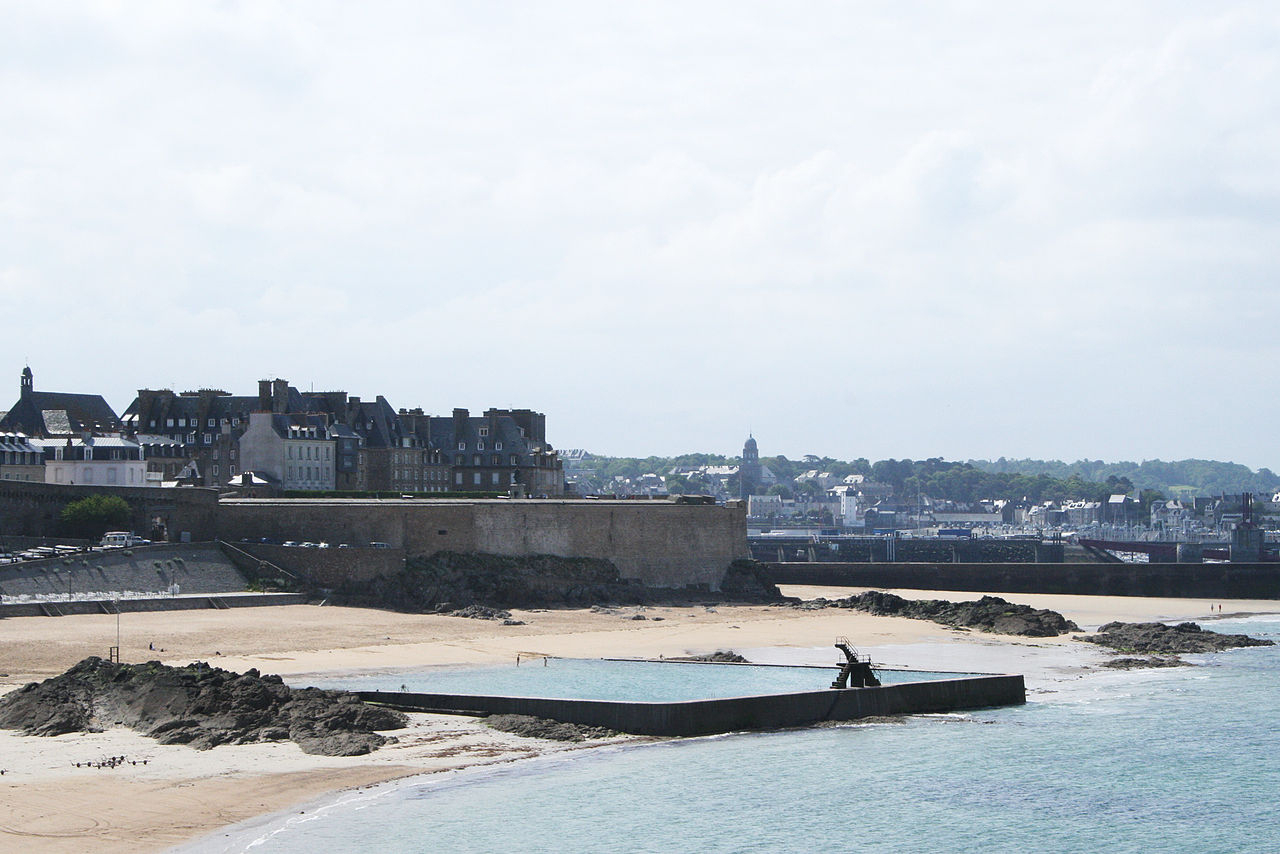 File:saint-Malo - Plage Bon-Secours.jpg - Wikimedia Commons destiné Piscine St Malo
