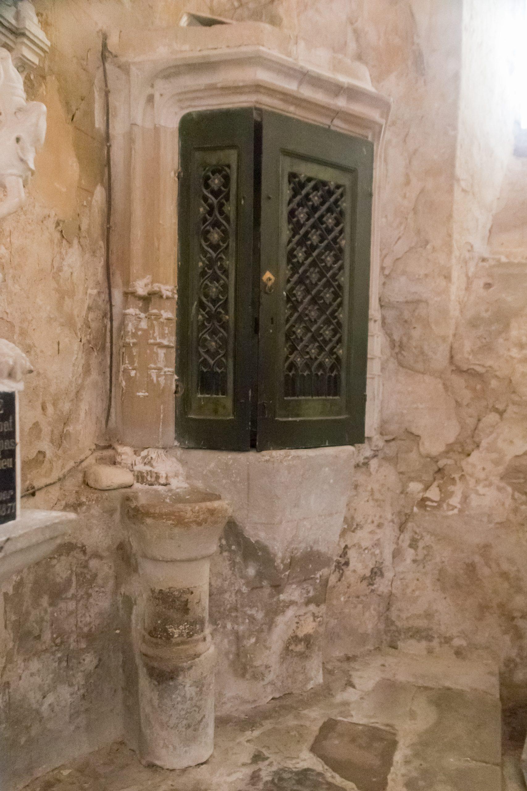 File:saulcet-Église Saint Julien-Piscine Liturgique-20180708 ... concernant Julien Piscine