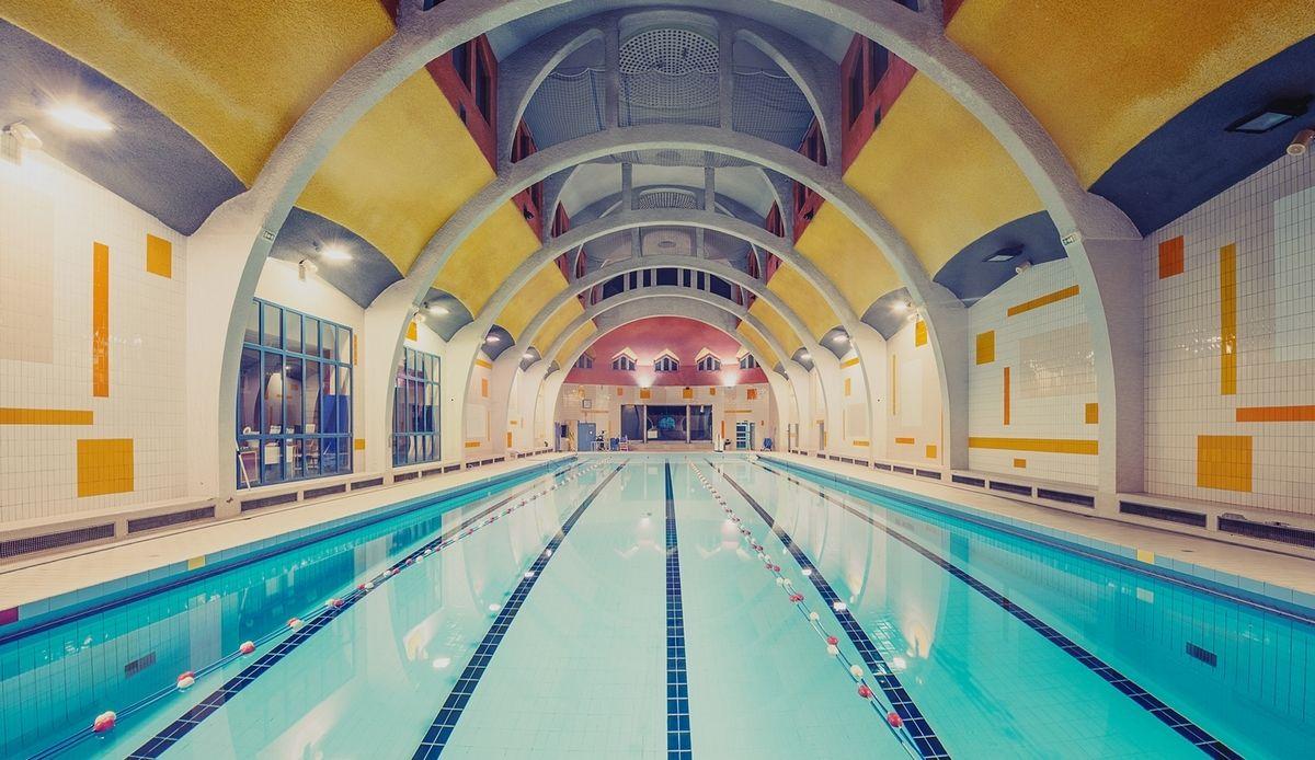 Franck Bohbot | Swimming Pools, Photography, Architecture intérieur Piscine La Butte Aux Cailles