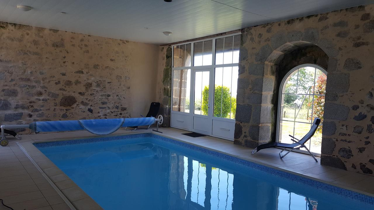 Gite La Gentilhommiere, Pouzauges, France - Booking intérieur Piscine De Pouzauges