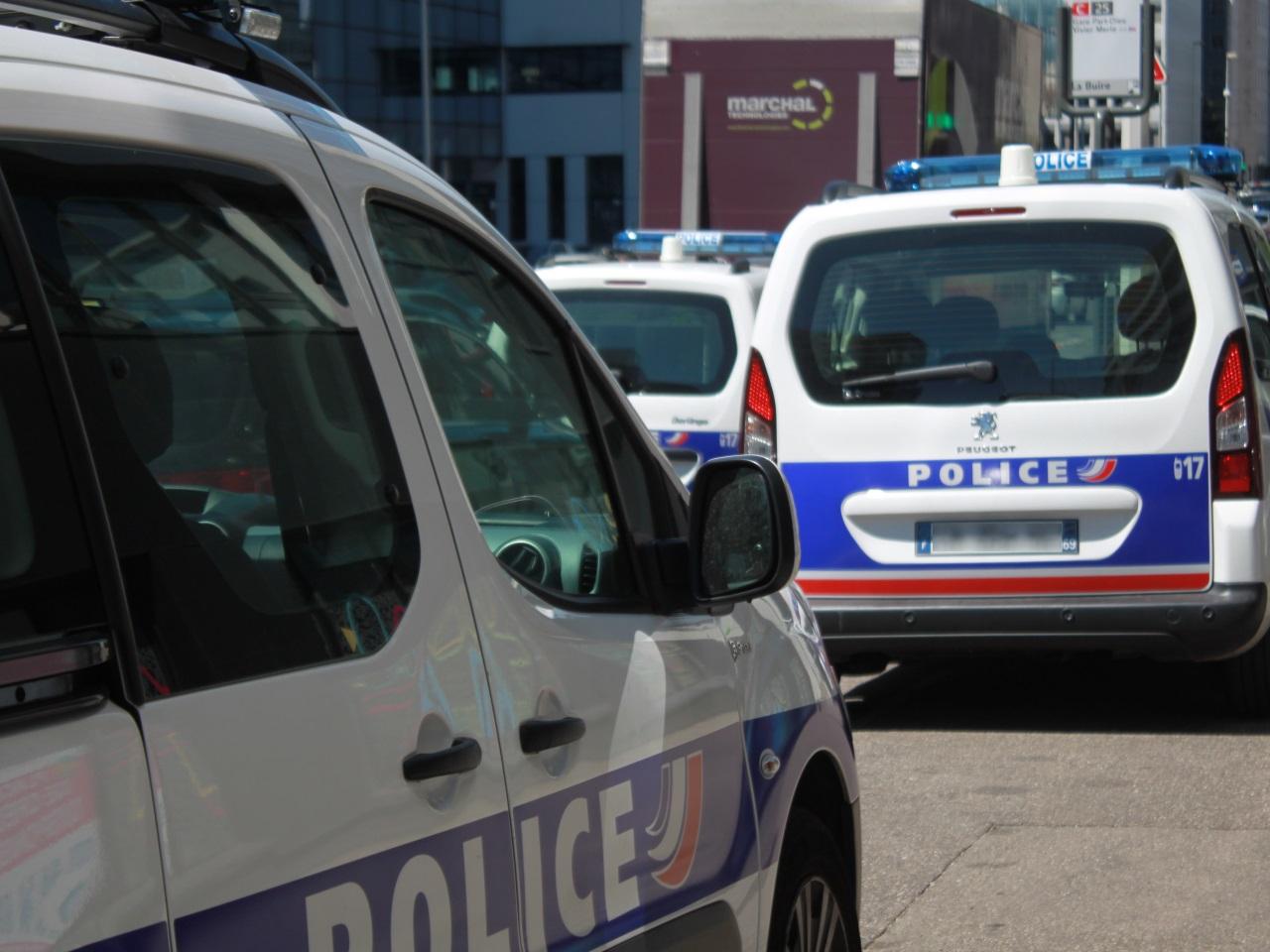 Givors : À 15 Ans, Sur Une Motocross, Il Percute La Police ... concernant Piscine De Givors