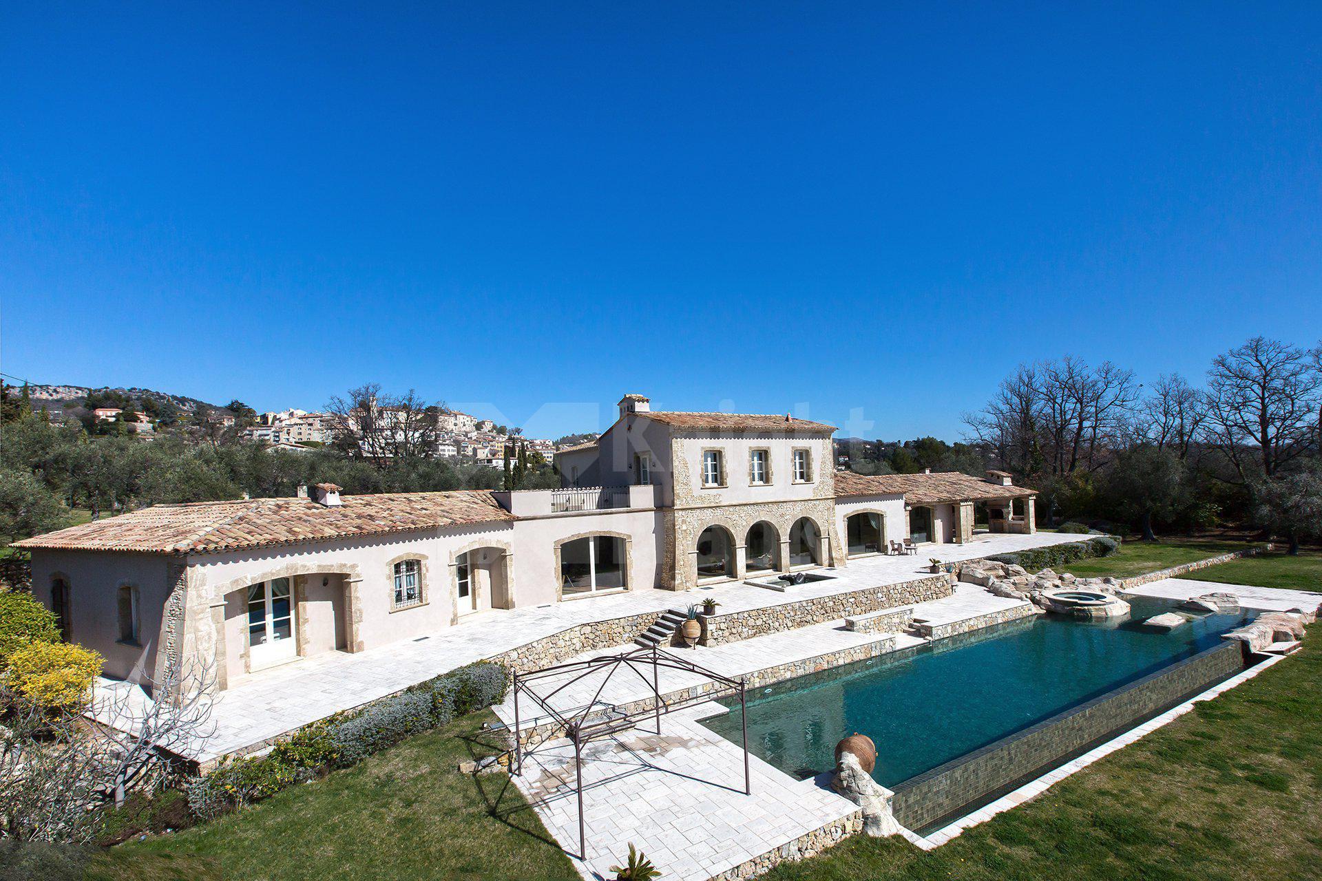 Grande Villa Avec Piscine Et Vue Panoramique À Châteauneuf ... avec Piscine Grasse