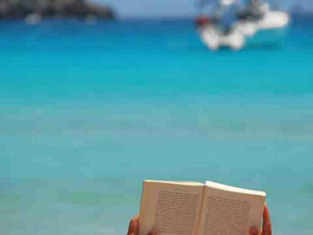 Greatest Maritime Novels In World Literature - Book2Sail avec Jules Verne Piscine