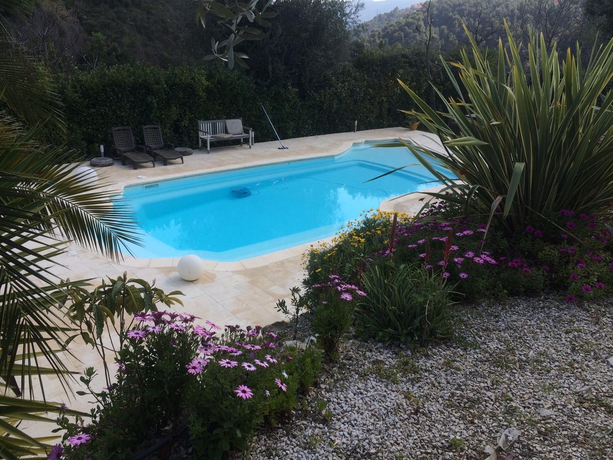 Haut De Villa Avec Piscine Et Jardin Privatif, Falicon ... serapportantà Piscine Falicon Nice