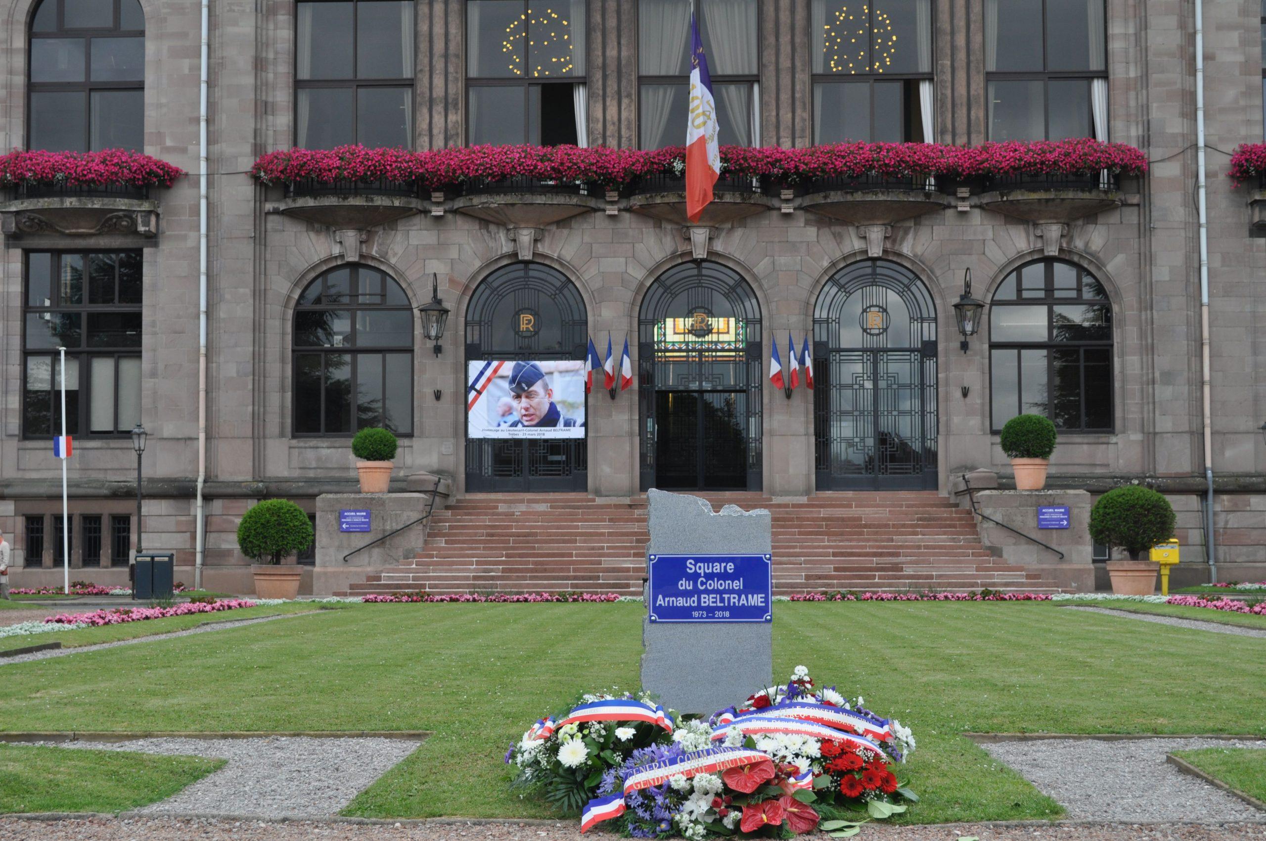 Hommage - Inauguration Du Square Colonel Arnaud Beltrame ... tout Piscine St Saulve