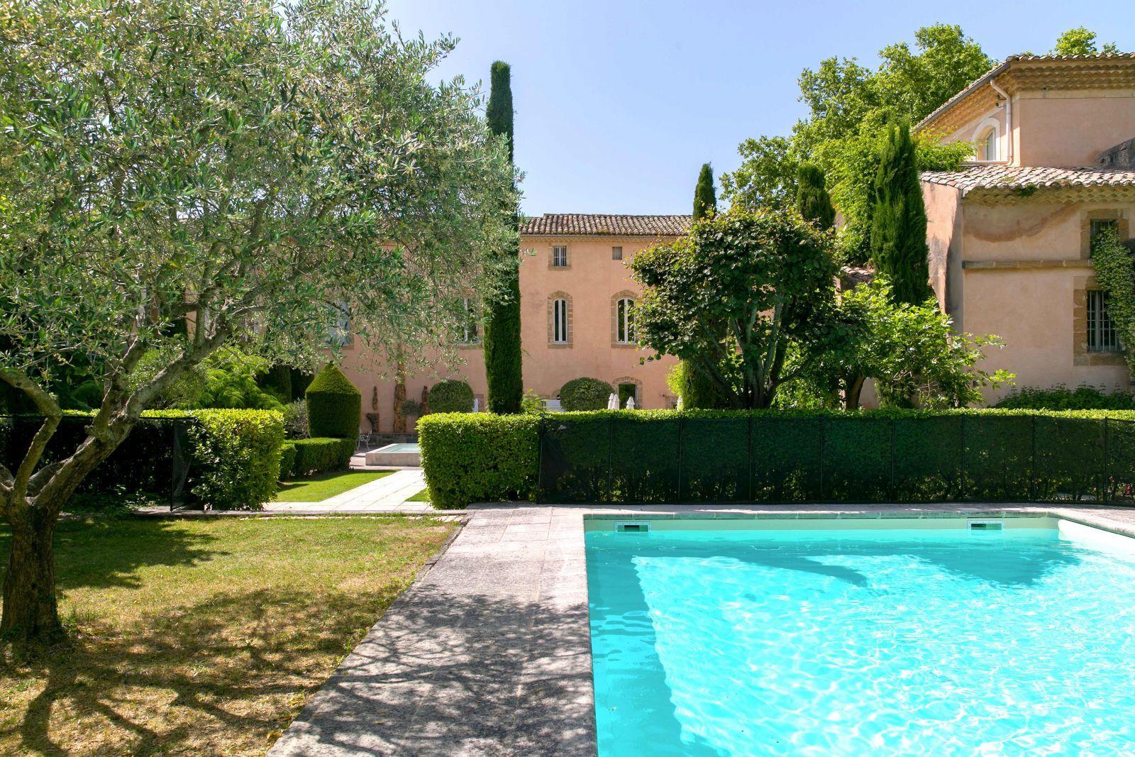 Hôtel De Luxe Avec Piscine En Provence | Provence, South Of ... dedans Hotel Avec Piscine Ile De France