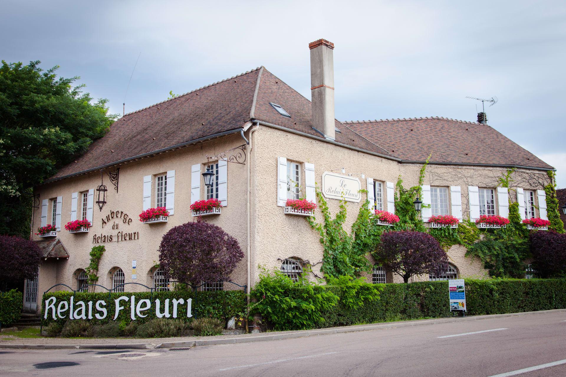 Hotel Hotel Le Relais Fleuri, Avallon - Trivago.ae dedans Piscine Avallon