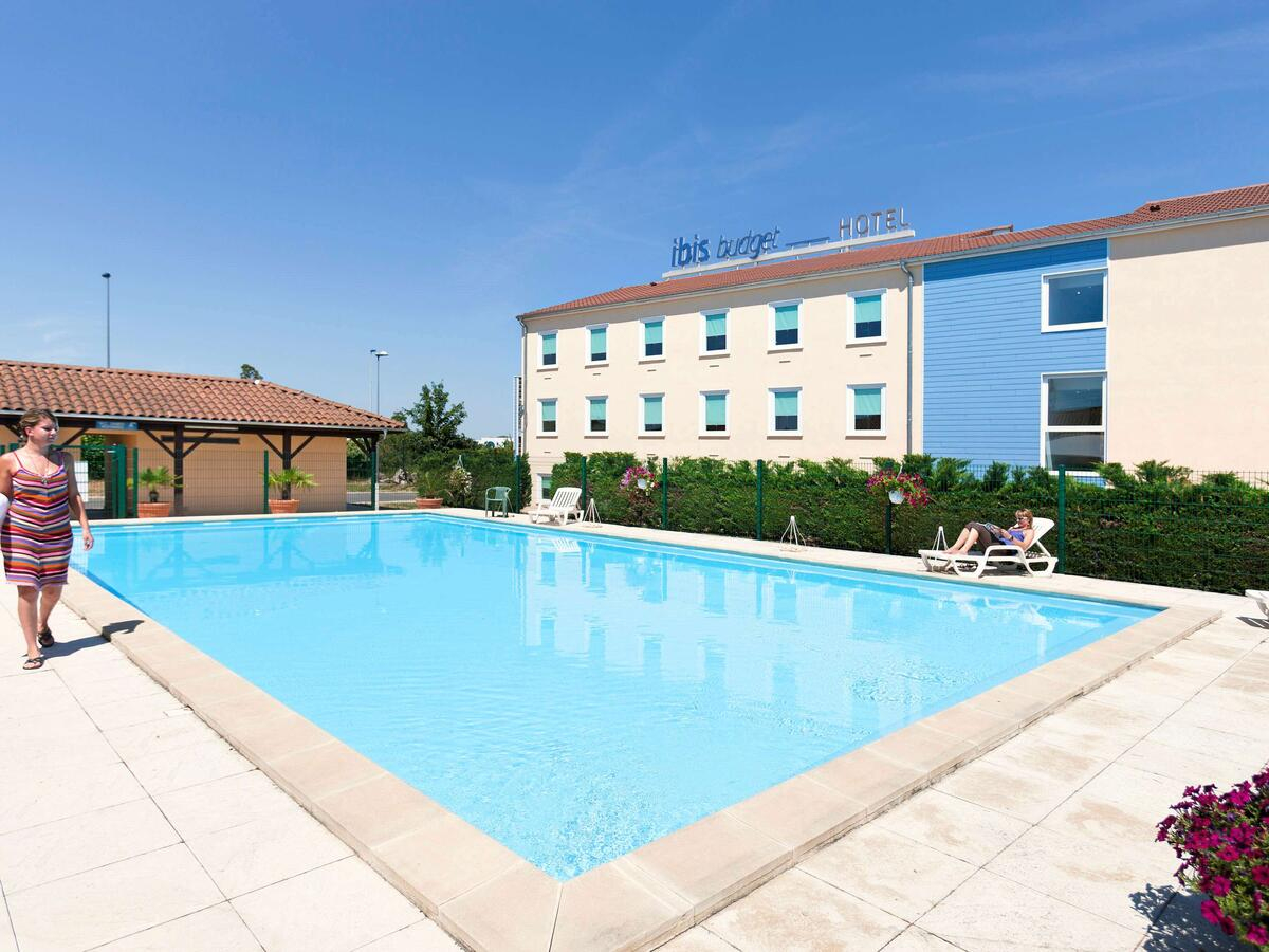 Hotel Ibis Budget Lyon Isle D'abeau, Saint-Quentin-Fallavier ... intérieur Piscine L Isle D Abeau