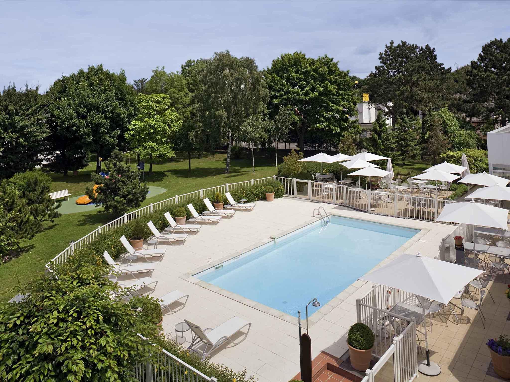 Hotel In Boves - Novotel Amiens Pôle Jules Verne tout Jules Verne Piscine