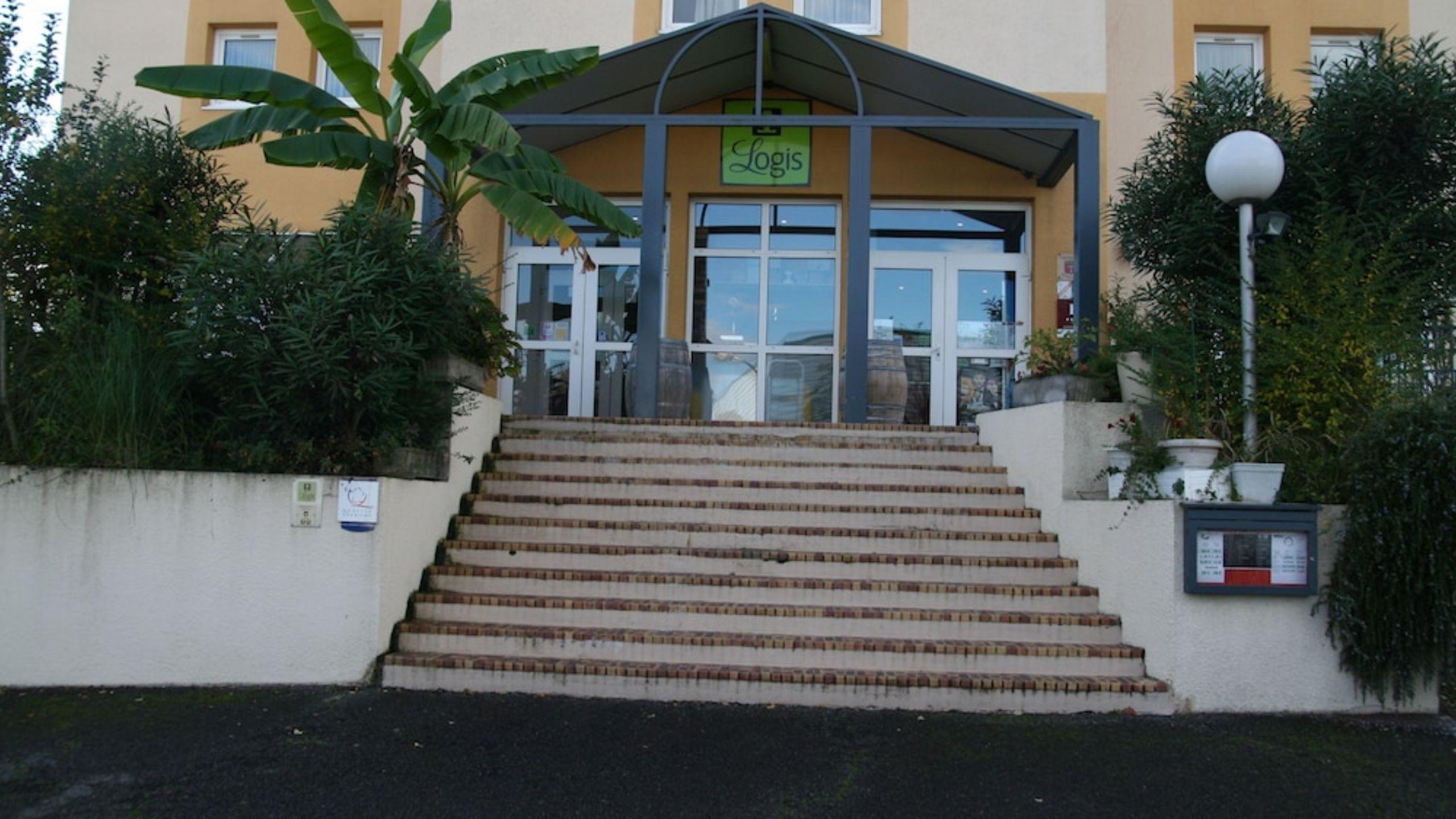 Hôtel Le Relais | Etstur encequiconcerne Piscine Lons