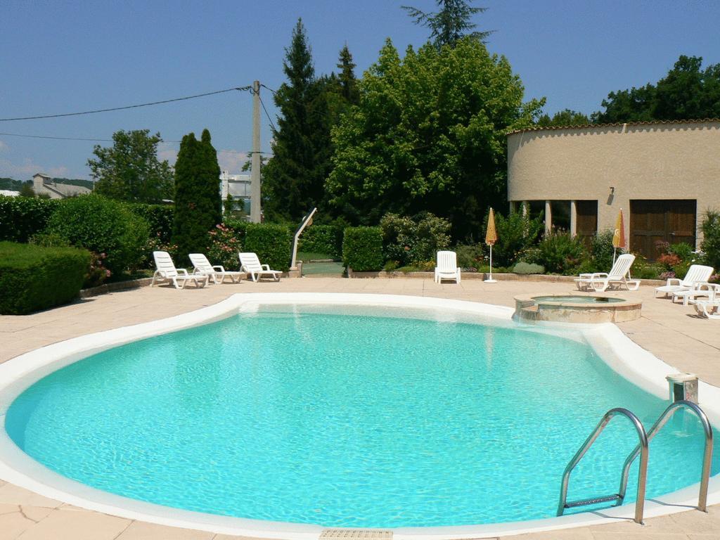 Hotel Les Chênes, Sisteron, France - Booking à Piscine Sisteron