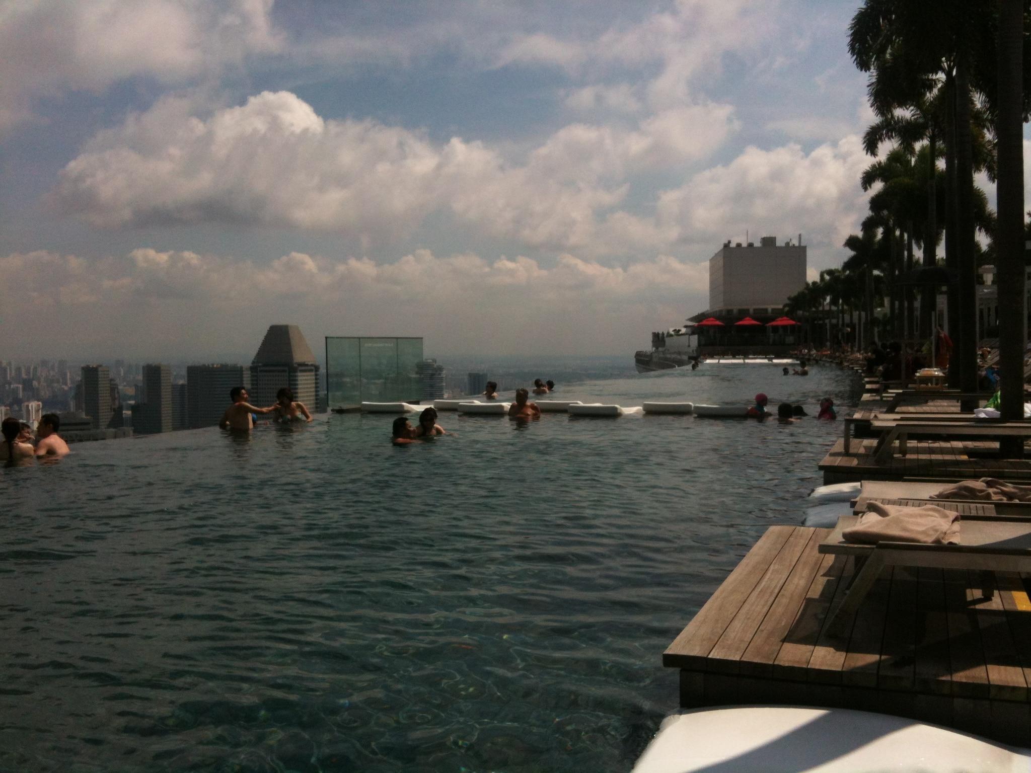 Hotel-Marina-Bay-Sands-Piscine-A-Debordement-Singapour ... dedans Piscine Singapour